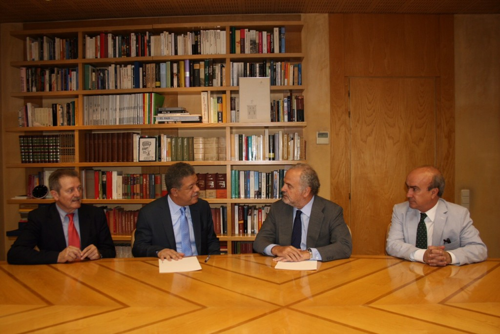 Leonel Fernandez firma acuerdo con Ignacio Polanco